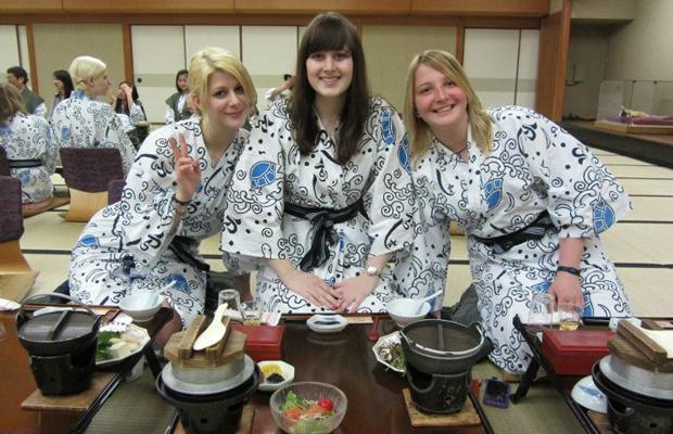 Sinh viên phương tây du học nhật bản chọn trường đại học Osaka