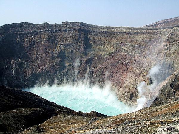 Top núi lửa nguy hiểm tại Nhật Bản
