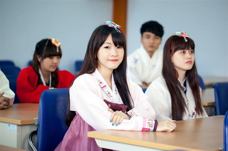 Bị cận thị hay viêm gan B có đi du học Hàn Quốc được không?