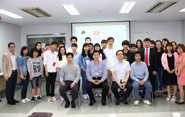 Sinh viên trường cao đẳng Taekyeung